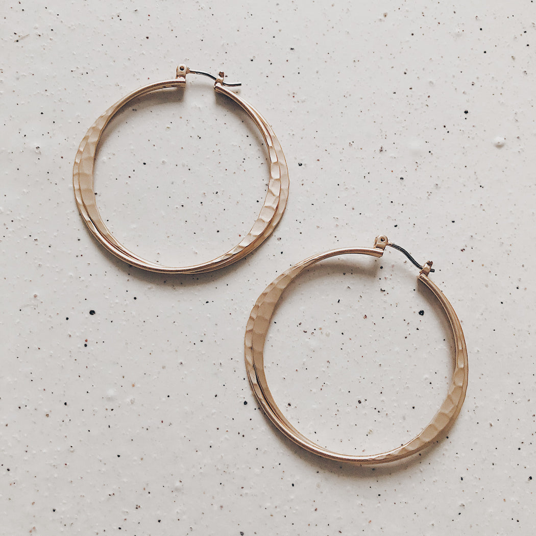 Oletta hammered hoop | Gold