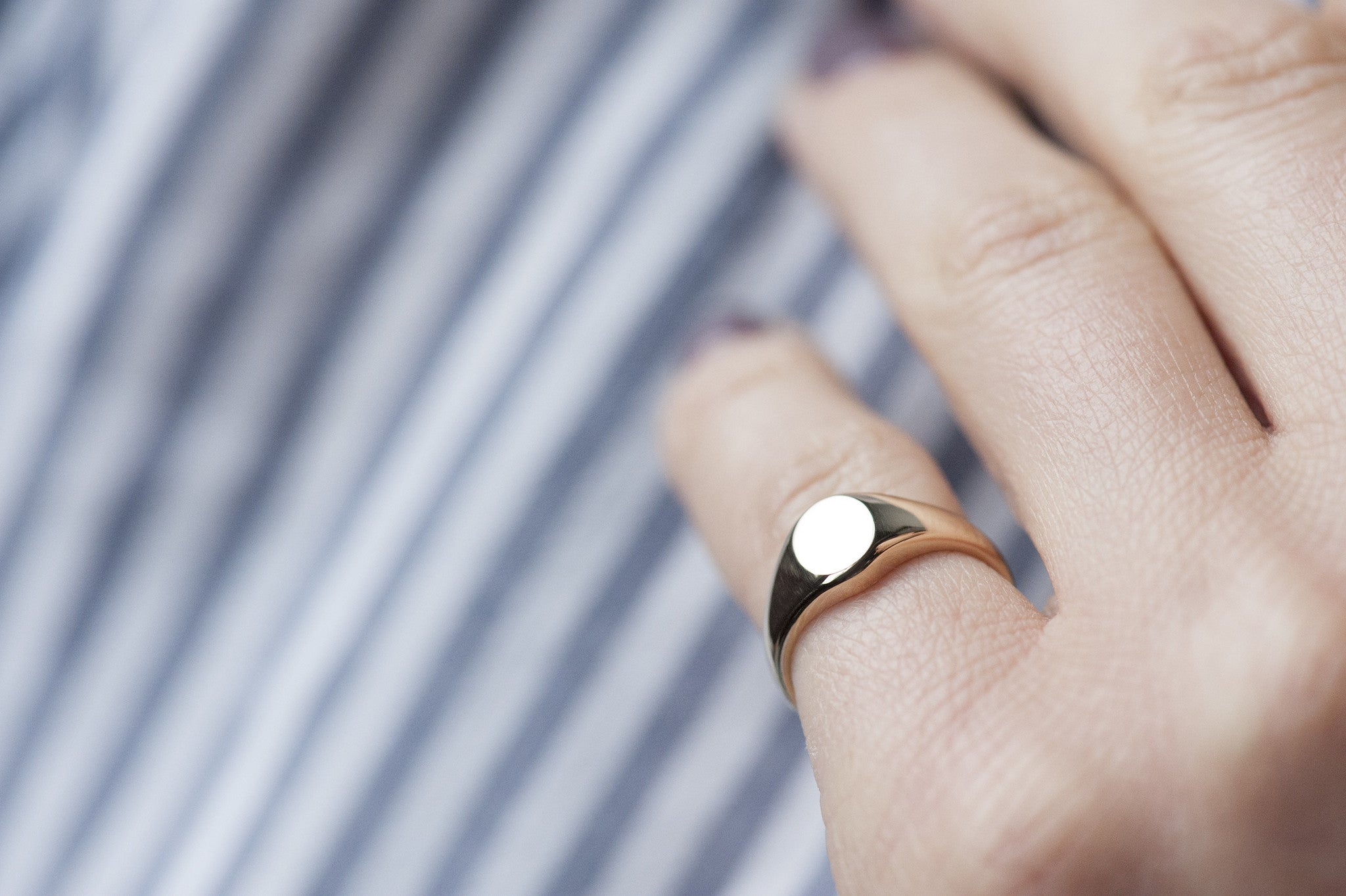 Oval Signet Ring - Pinky