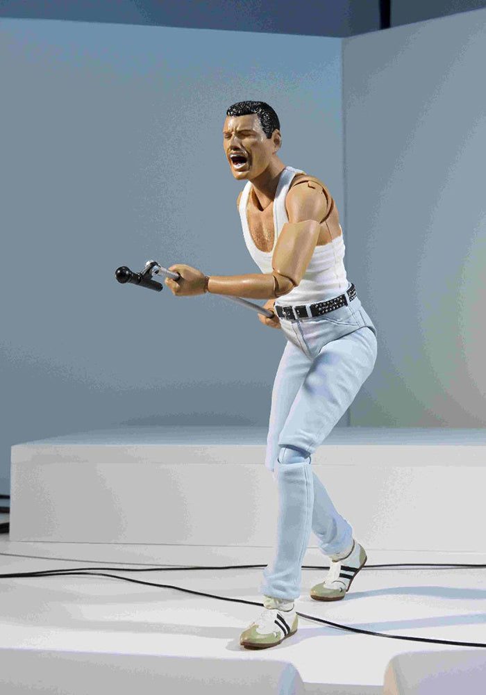 QUEEN Queen Bandai S.H. Figuarts 7-Inch Action Figure - Live Aid Freddie Mercury
