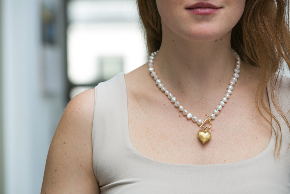 Amare single strand cultured irregular freshwater pearl necklace with matt gold heart drop