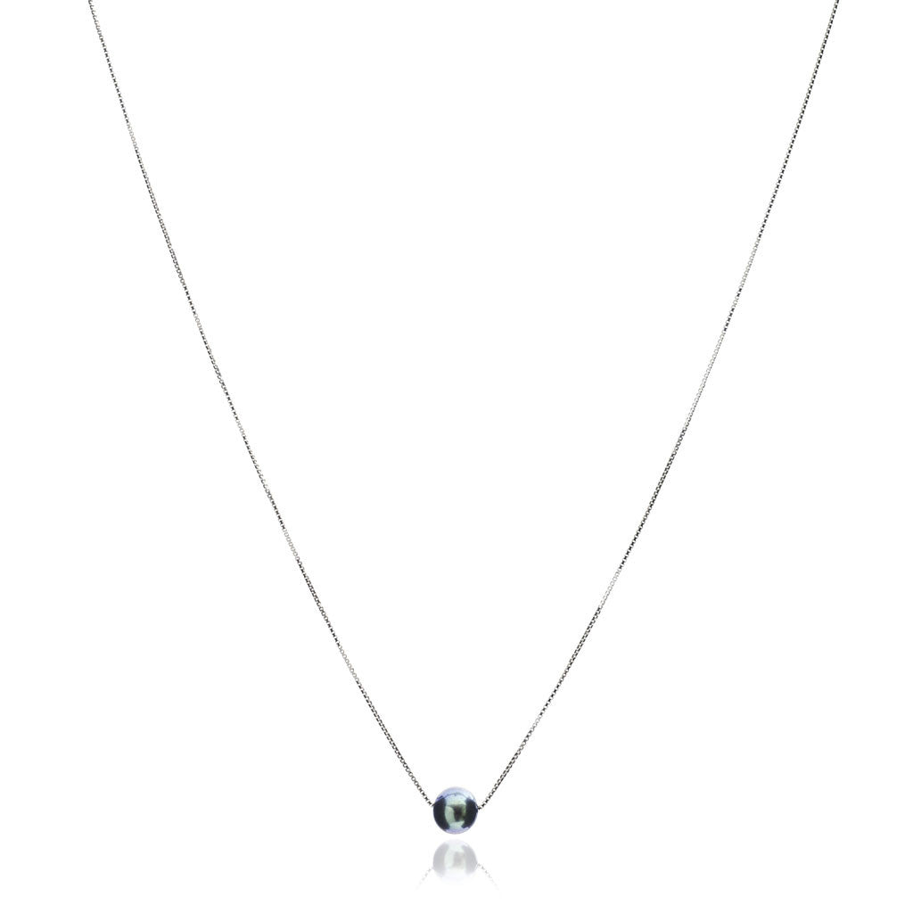 Single strand sterling silver chain with central black cultured freshwater pearl