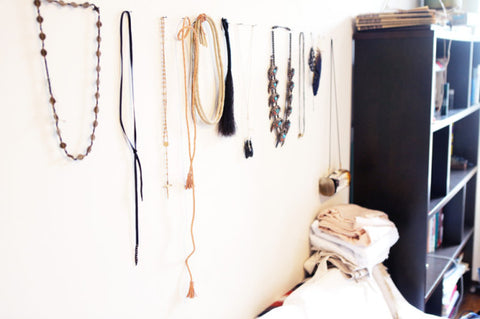 7 DIY Projects to Turn Jewelry into Wall Art Dcor lou lou