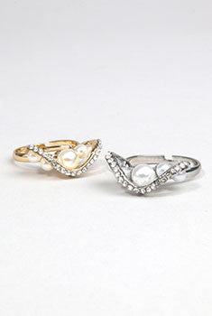 5 Pearl With Rhinestone Detail Ring