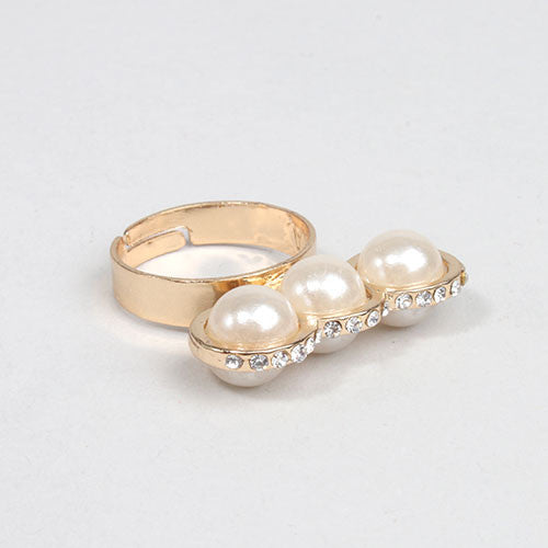 3 Pearl Diamond Stand Up Ring
