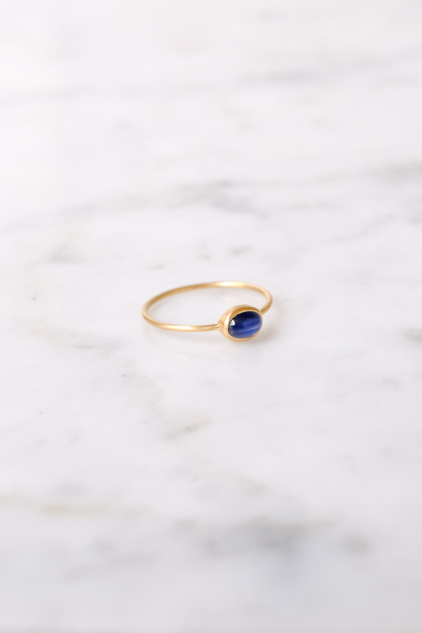 Margaret Solow :: Ring, Blue Sapphire 18kt