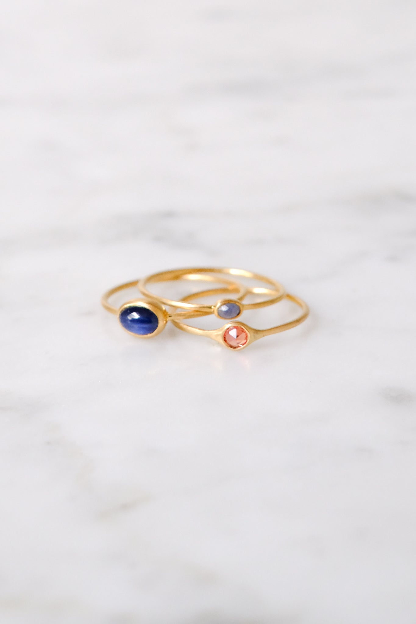 Margaret Solow :: Ring, Grey/Blue Sapphire 18kt