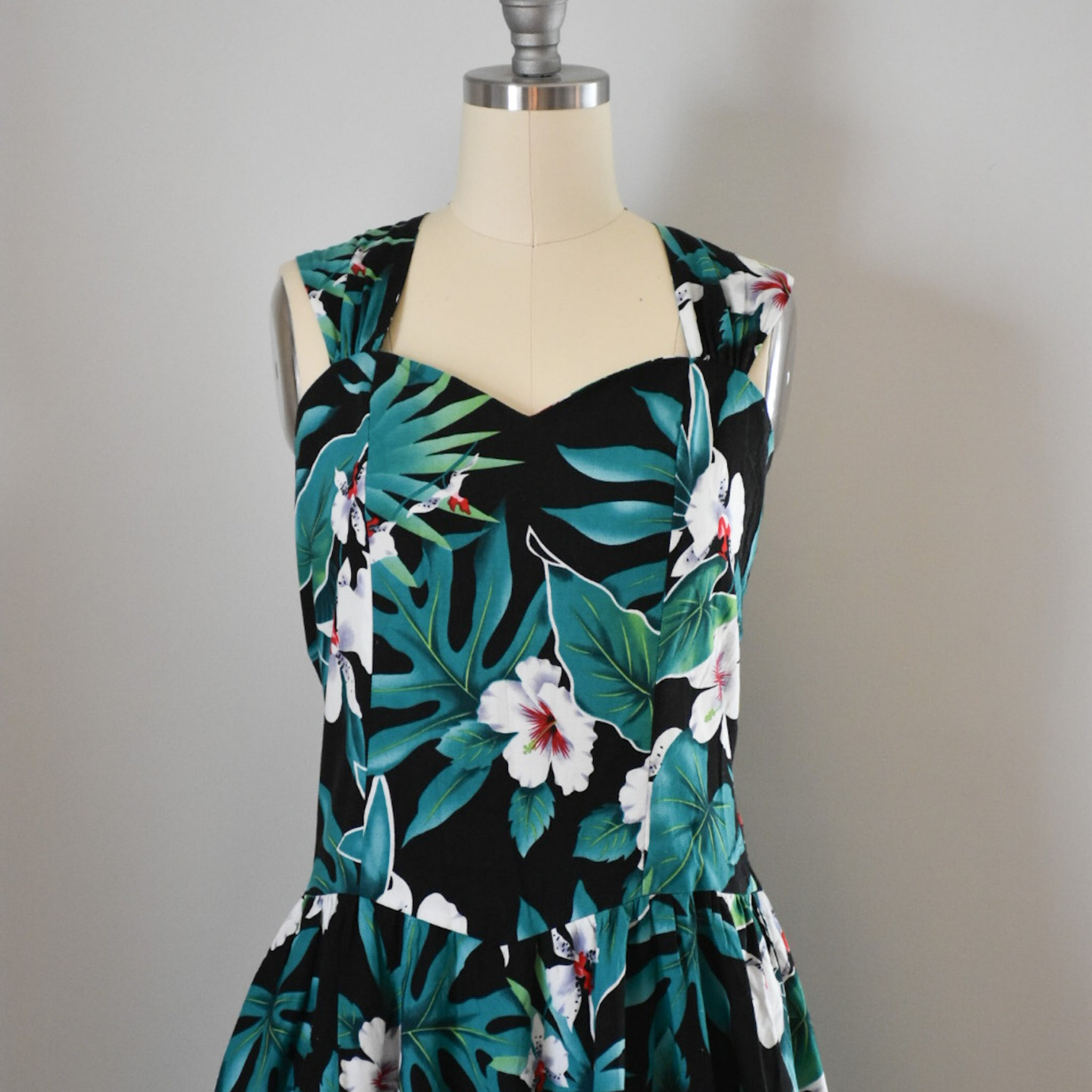 80s Vintage Hawaiian Dress from DuncanLovesTess.com