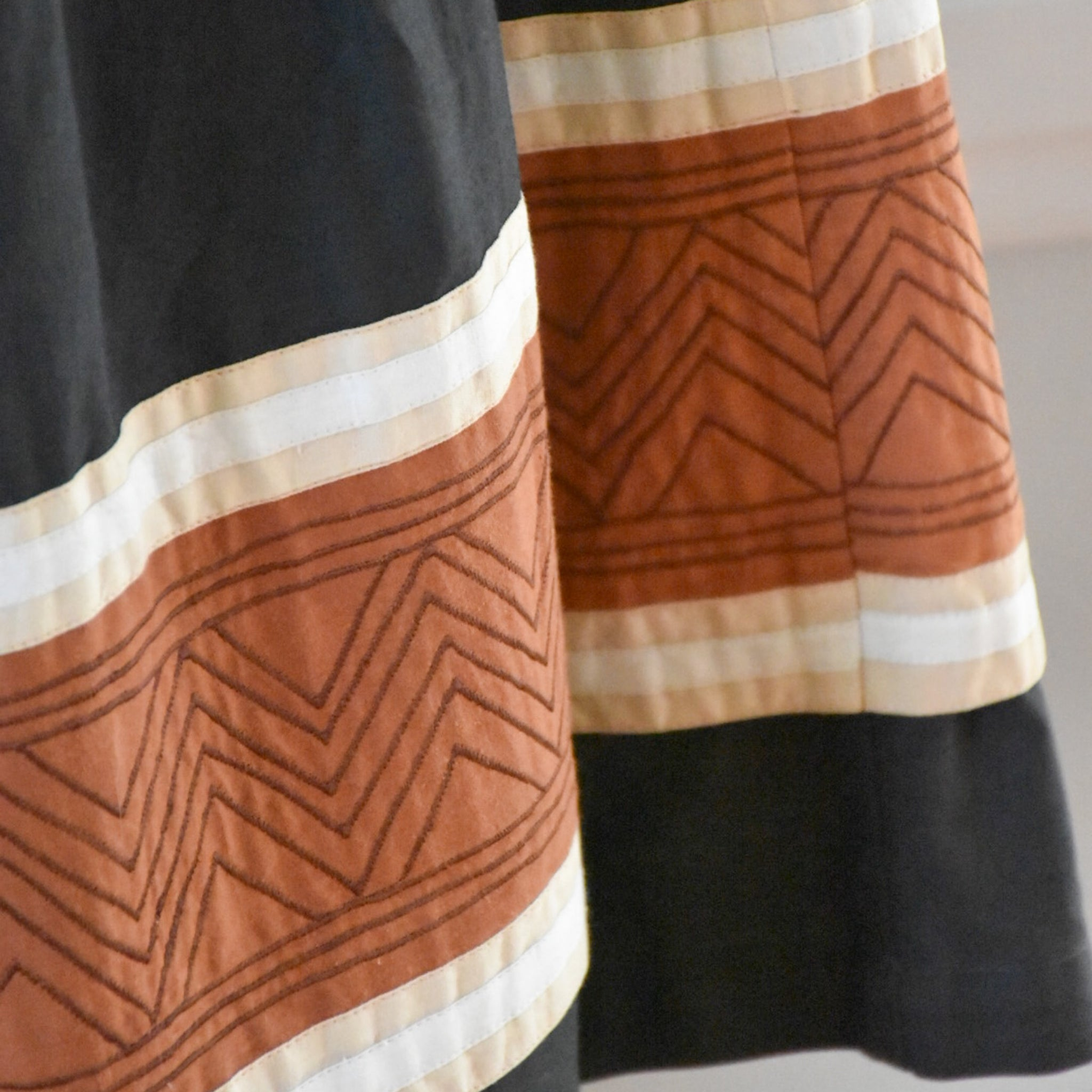 70s / 80s Vintage Midi Skirt from Duncanlovestess.com
