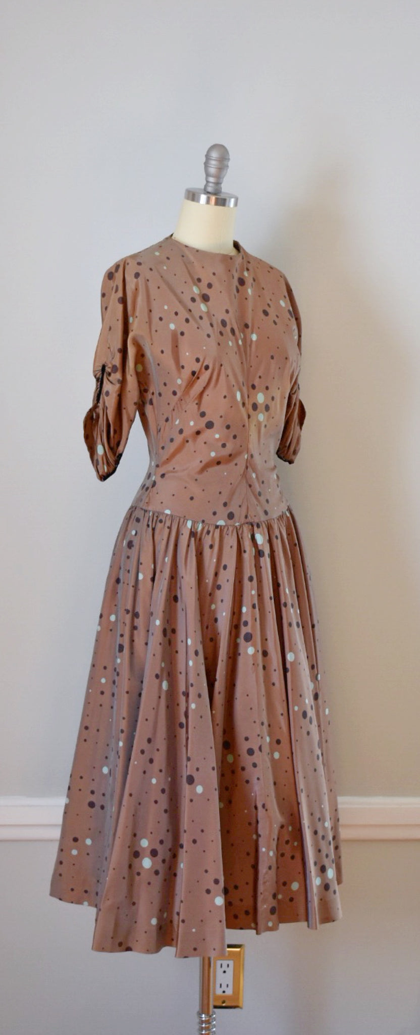 40s / 50s Vintage Sharkskin Novelty Print Dress
