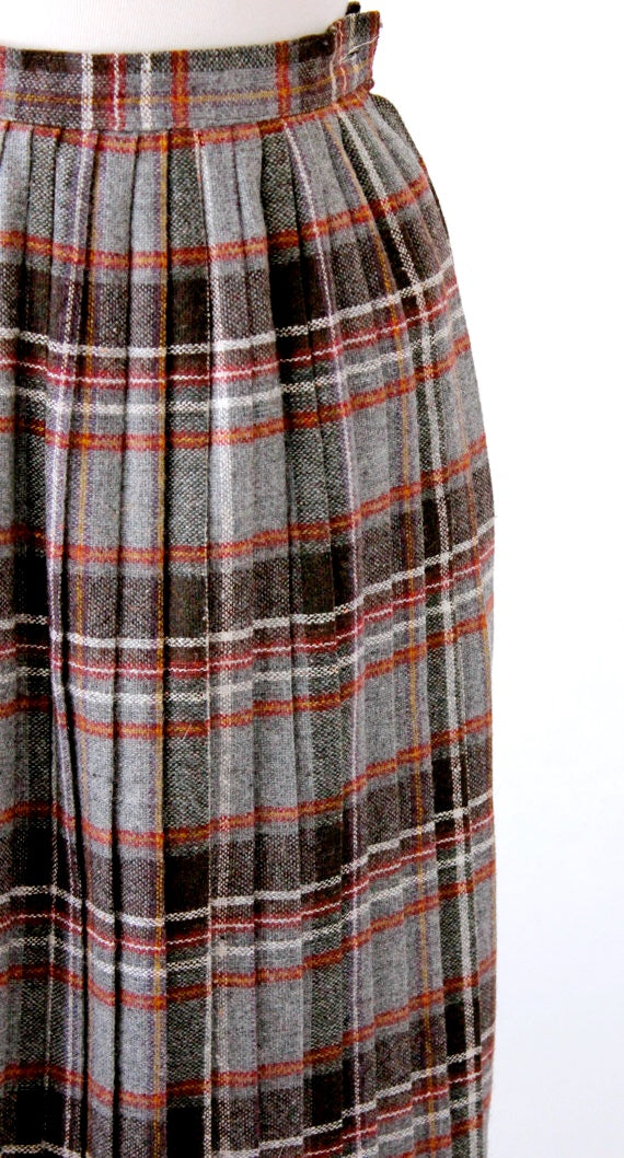 Gray and brown knife pleated plaid skirt