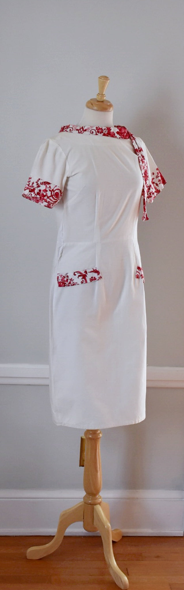 60s Vintage White Cotton Sheath Dress