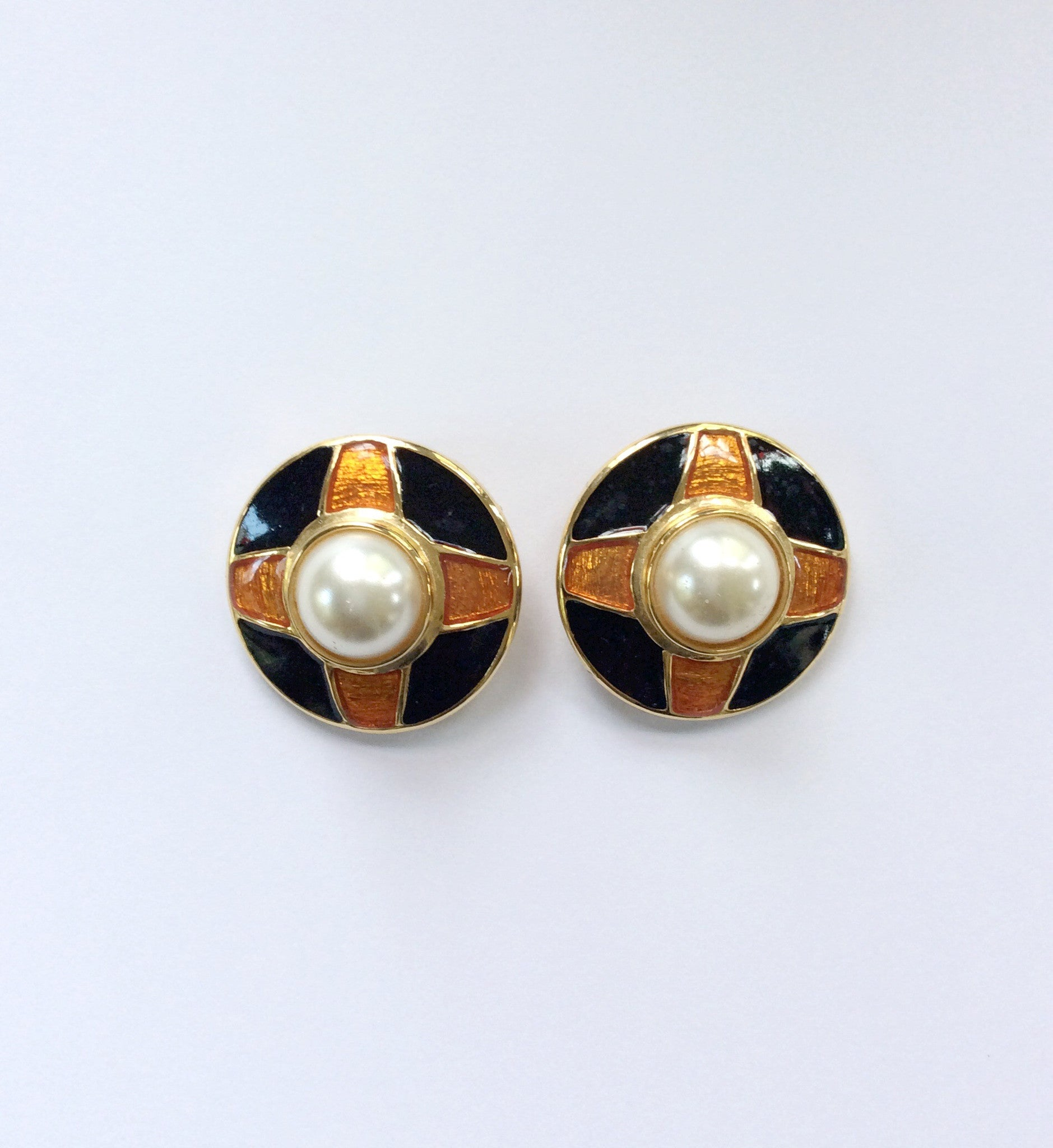 80s Mobe Pearl Earrings