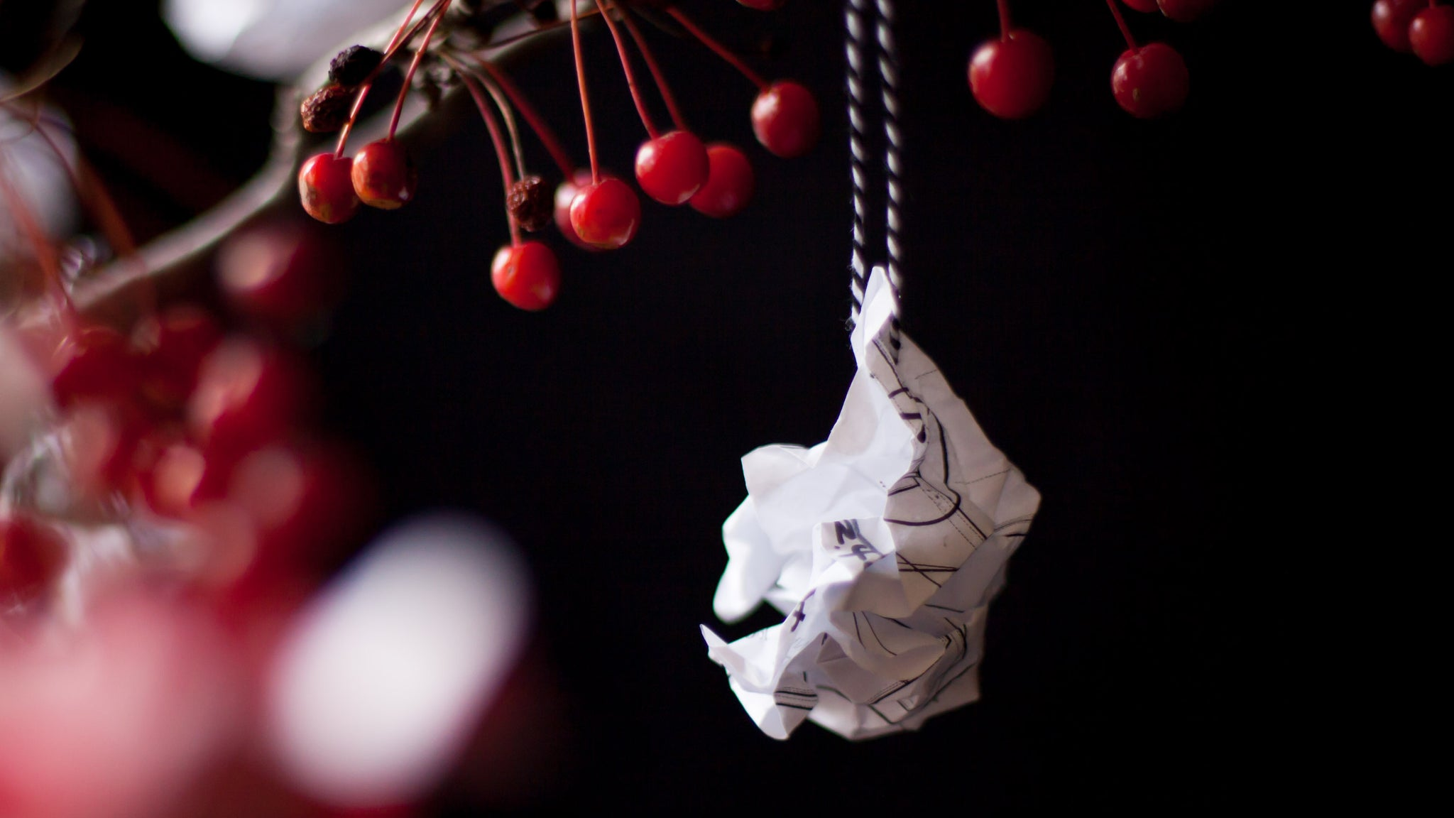 DIY Holiday Upcycled Paper Ornament-ApronEra