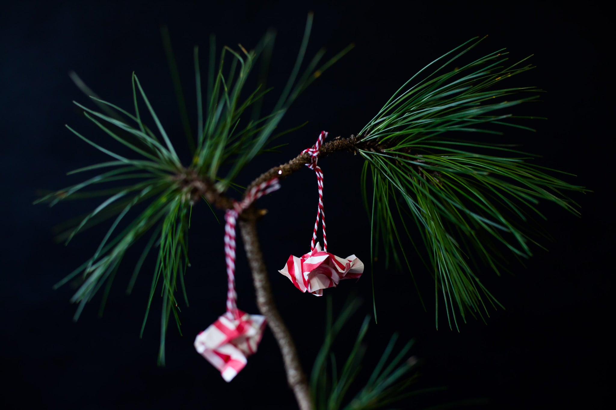 DIY Holiday Paper Ornaments-ApronEra