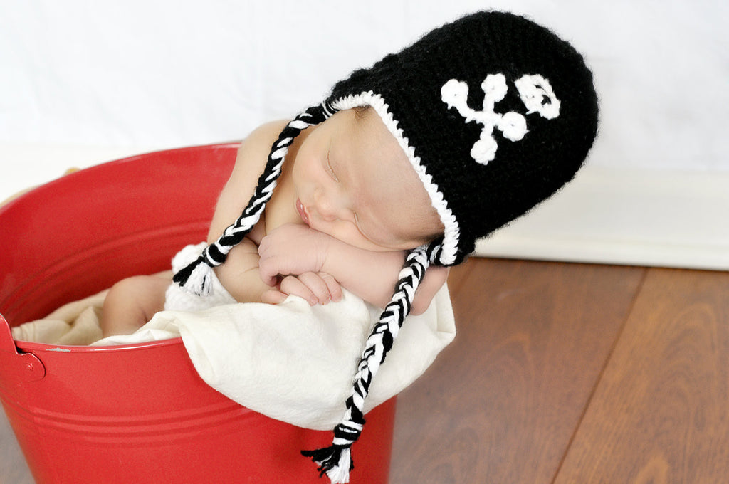 Pirate skull and crossbone baby hat, black, photographer prop, child size, toddler, handmade, crochet, jolly roger