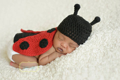 Ladybug Hat Cape Set - Newborn Photo Prop - Baby Shower Gift - Crochet Little Lady Bug Set