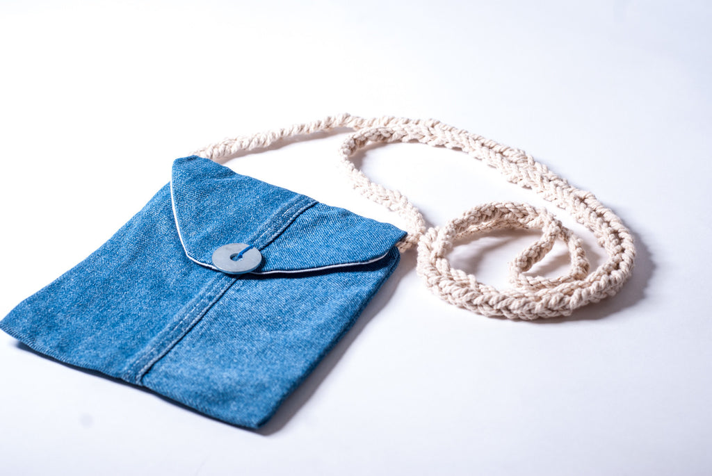 Denim passport bag w/washer