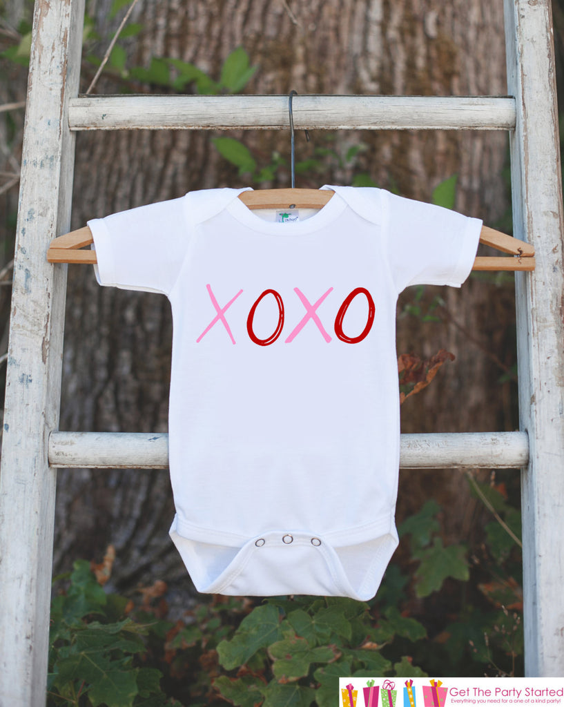 Kids Valentines Day Shirt - XOXO Valentine Outfit - Novelty Valentine Onepiece for Baby Girls or Boys - Kids Valentine Kisses and Hugs Shirt - Get The Party Started
