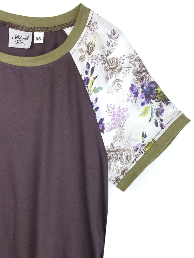 MOVING: Signature Tee, Violets, M