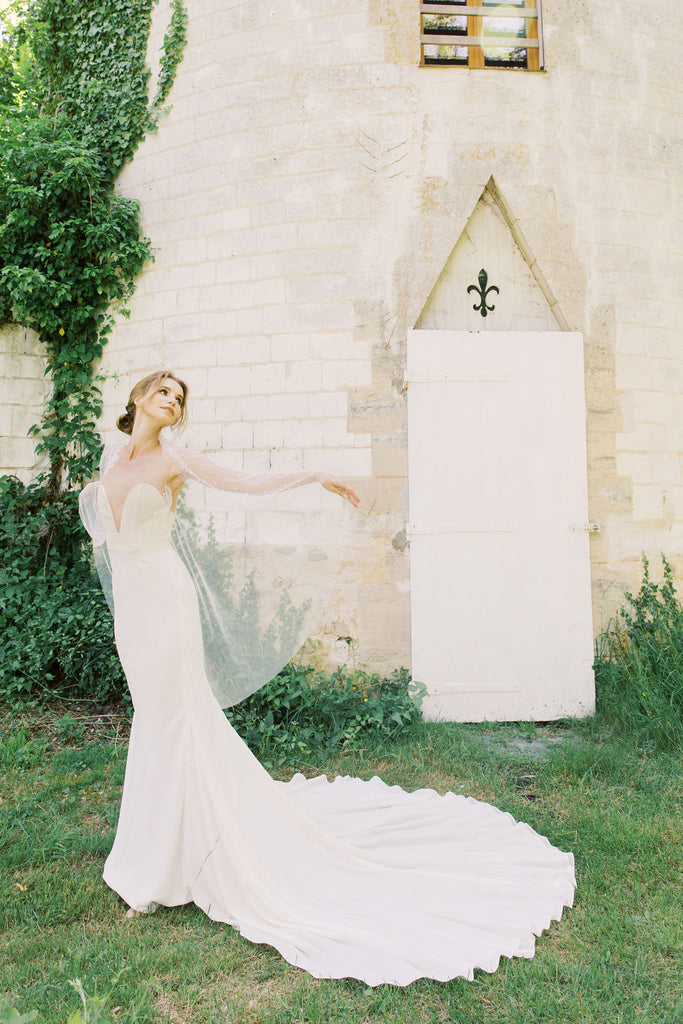 Wedding veil with pearls by Madame Tulle