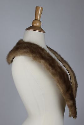 Vintage Women's Fur Coat Collar with Metal Snaps in Excellent Condition