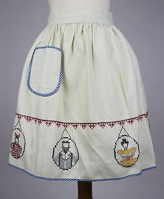 Vintage White Embroidered Apron with Figures from the Mid 20th Century