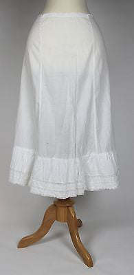 Lovely Antique Petticoat in White Cotton Underskirt from the Early 20th Century