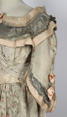 MET Museum Deaccessioned Jeanne Hallee Cream Silk and Metallic Gown c. 1890