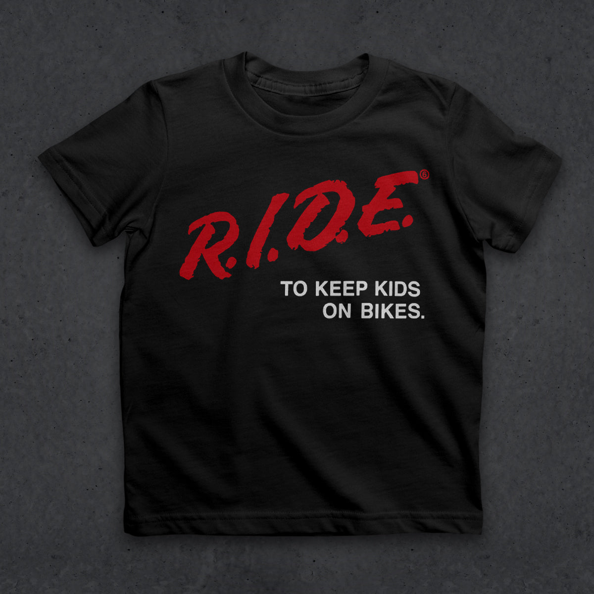 Kids on Bikes T (JR)