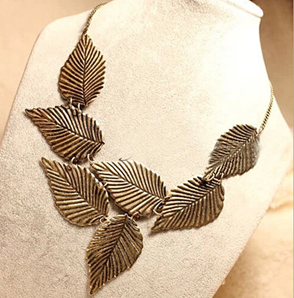 Charm leaves bronze necklace