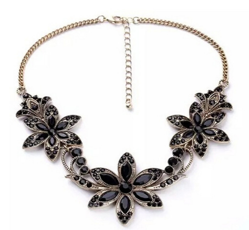 Elegant flowers statement necklace
