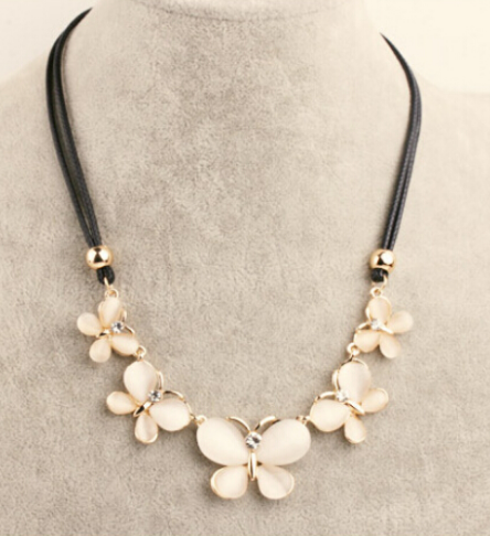 Pretty Butterflies Necklace - E-Modesta