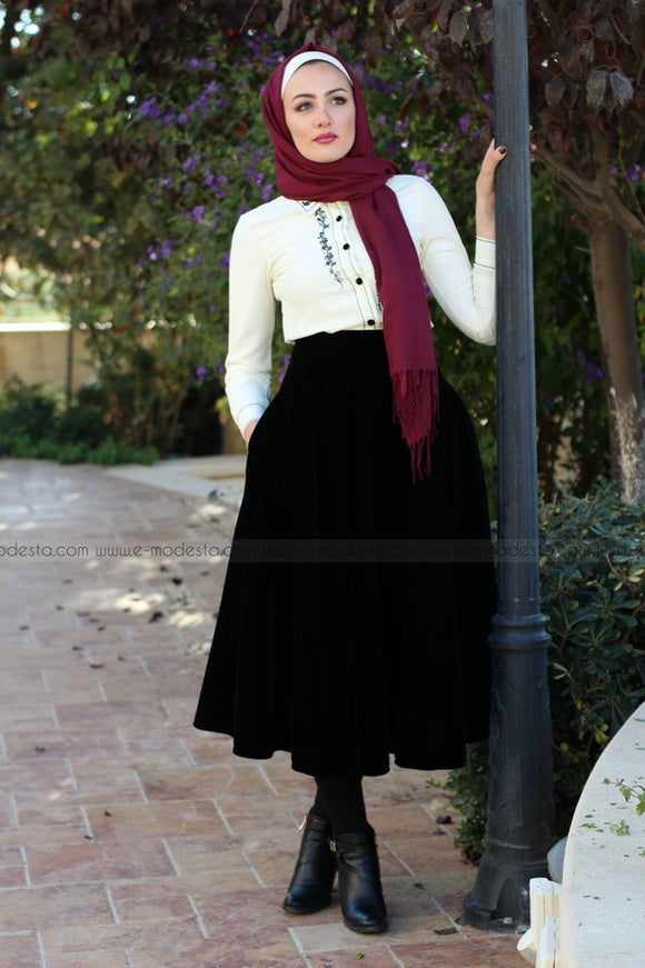 Retro Nostalgic Black Velvet Skirt & Embroidery Shirt Look