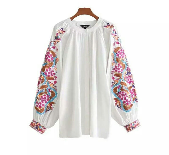 Floral Embroidery White Loose Blouse with Long Sleeve and O neck