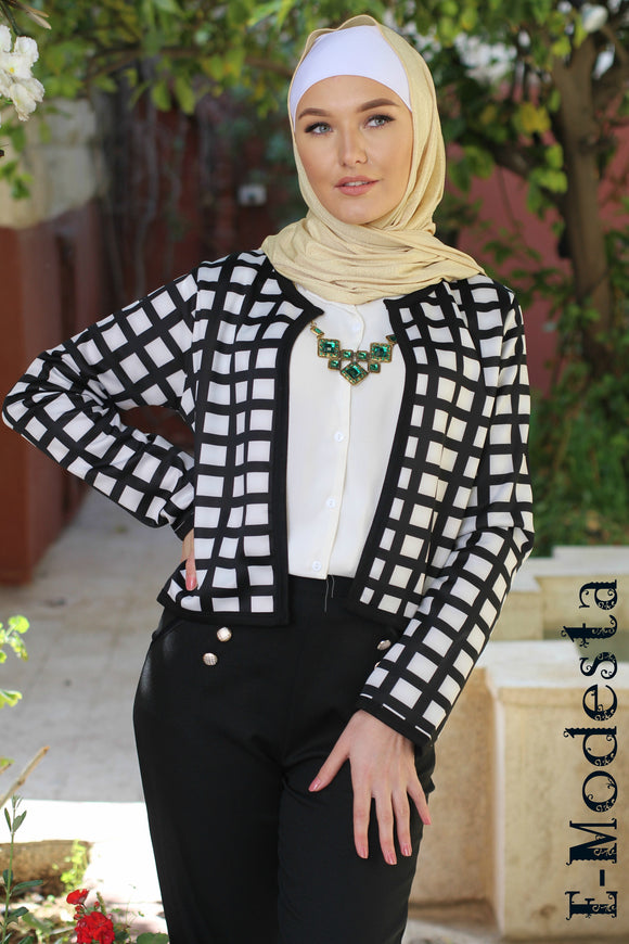 Plaid black and white non-buttoned blazer
