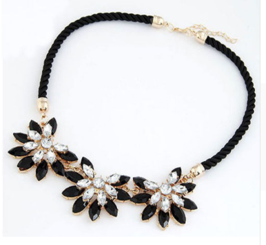 Black three flowers rhinestone necklace