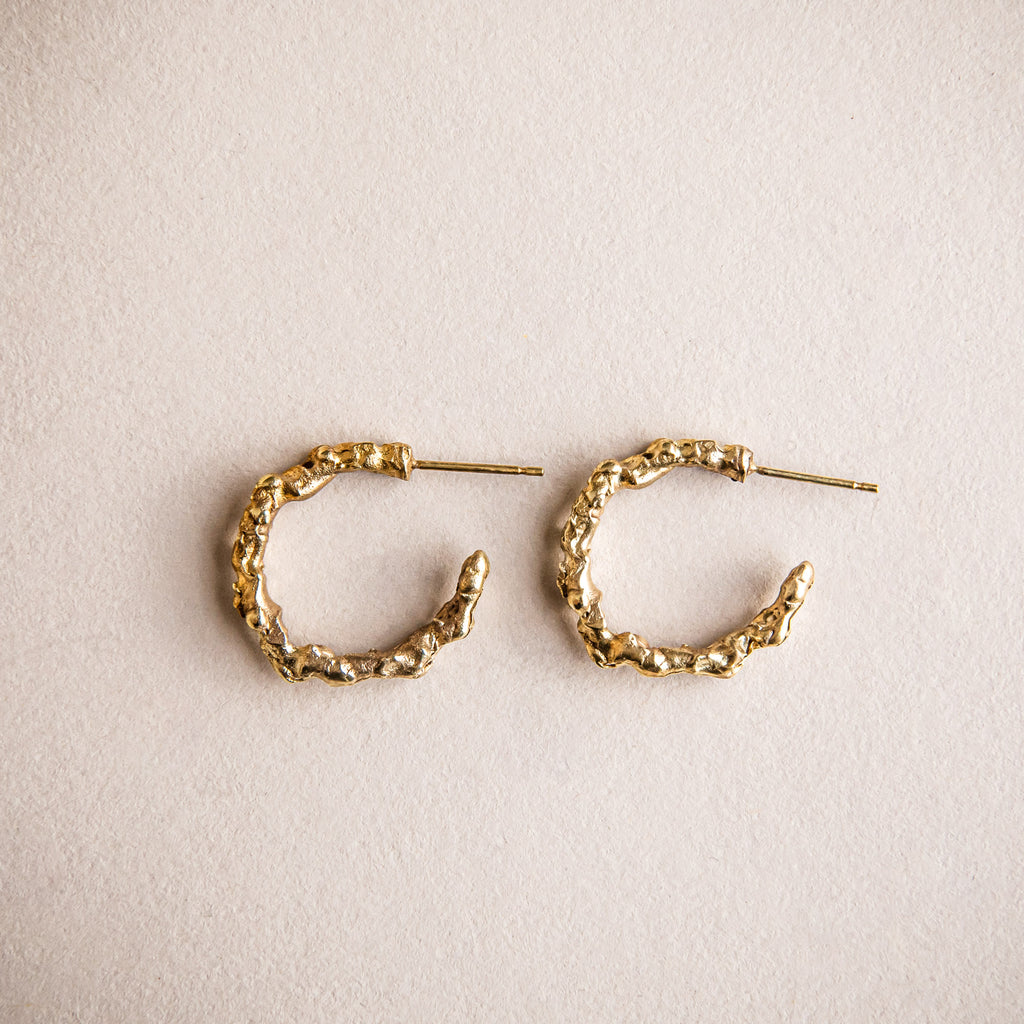 18ct yellow gold textured loop earrings