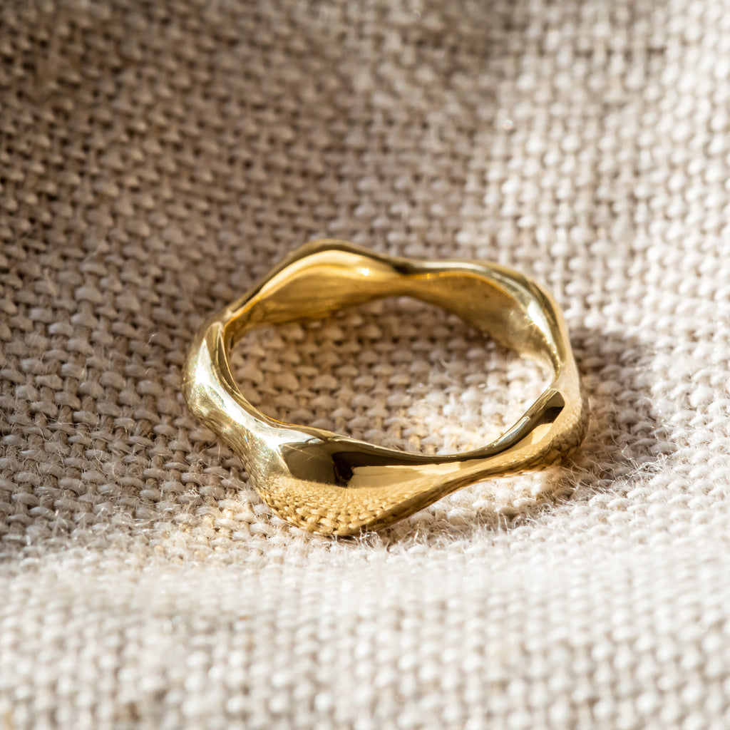 Shorelines Ring (iii) 18ct Fairtrade Gold Ring