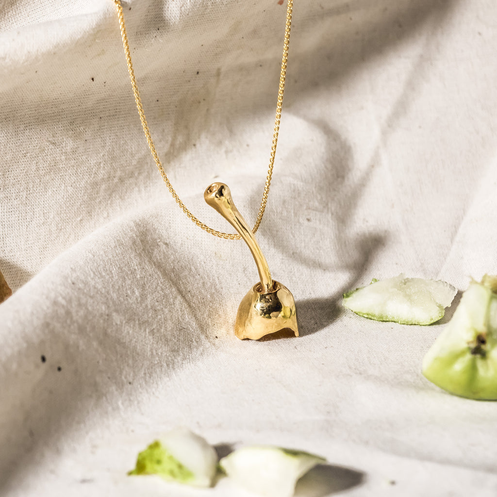 18ct Fairtrade yellow gold pear necklace