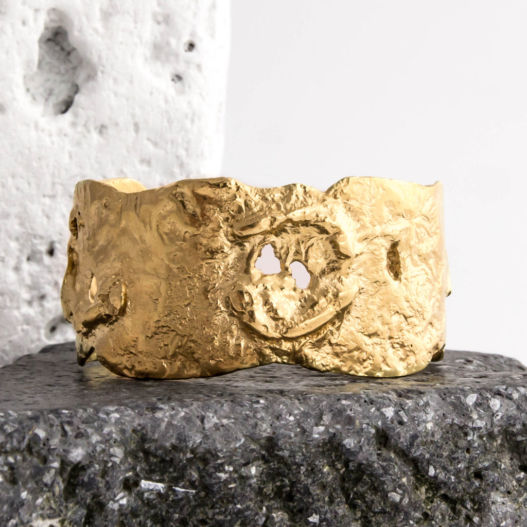 18ct Fairtrade yellow gold textured cuff