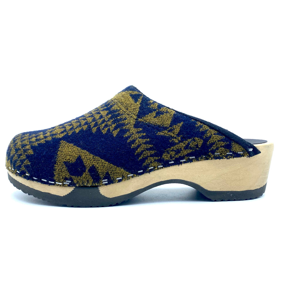Embla Clogs | Navy x Gold