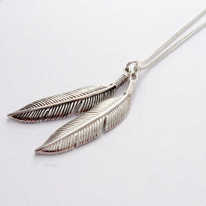 silver two feather encklace