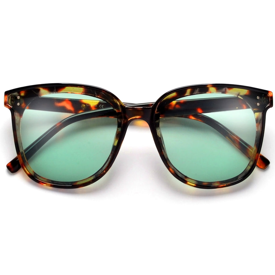 Modern Oversize Studded Cat Eye Sunnies
