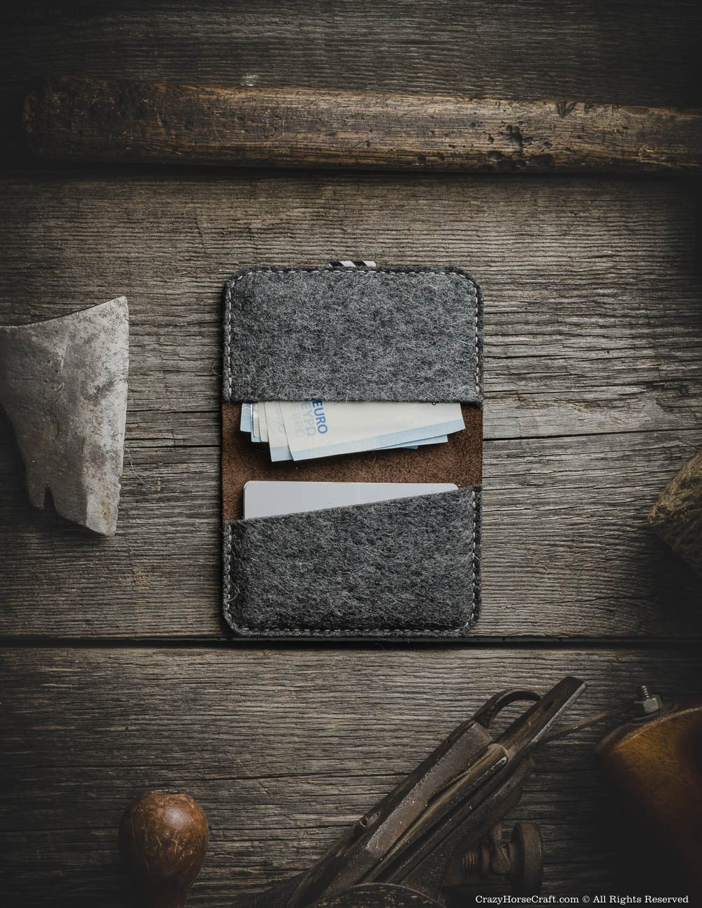 Leather minimalist vintage style wallet with card holder inside