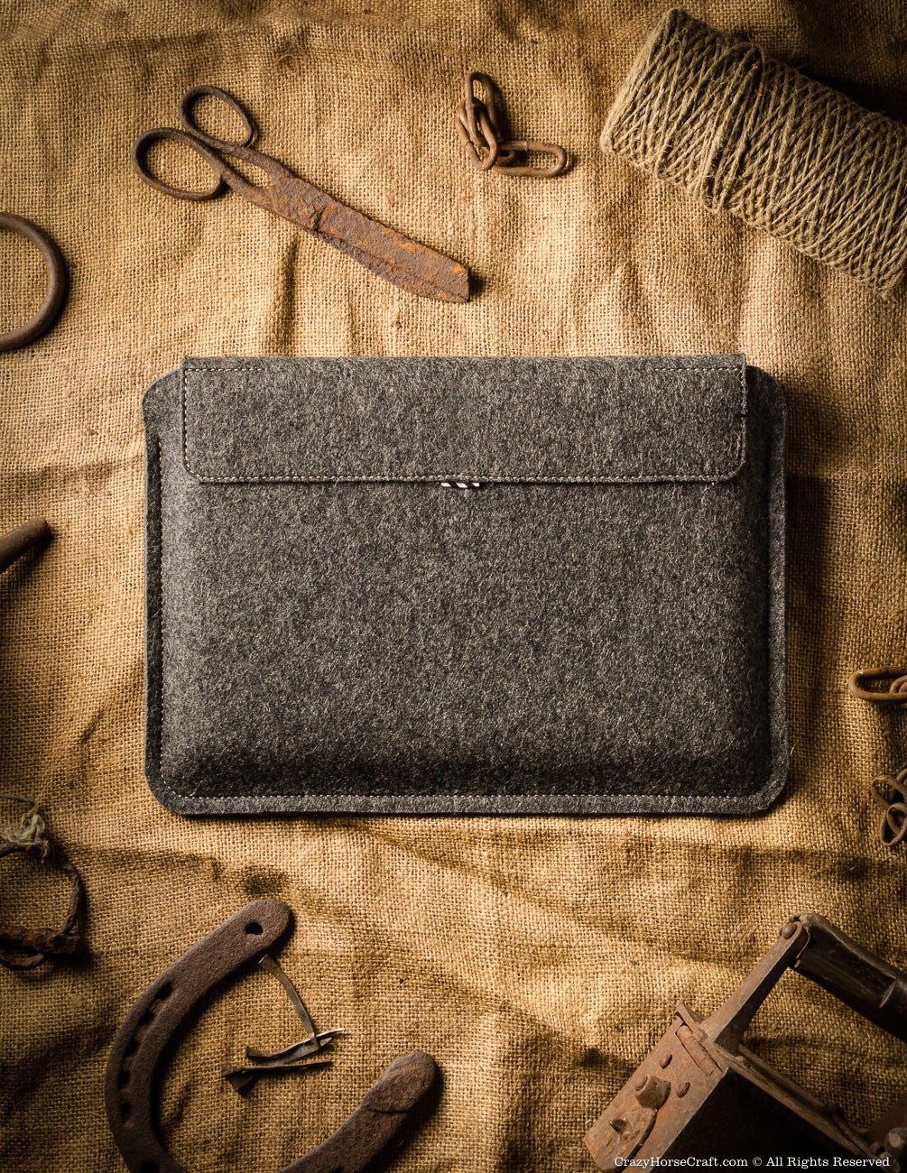 leather ipad pro sleeve with apple pen holder back