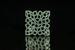 Mashrabyia in white gold with diamonds