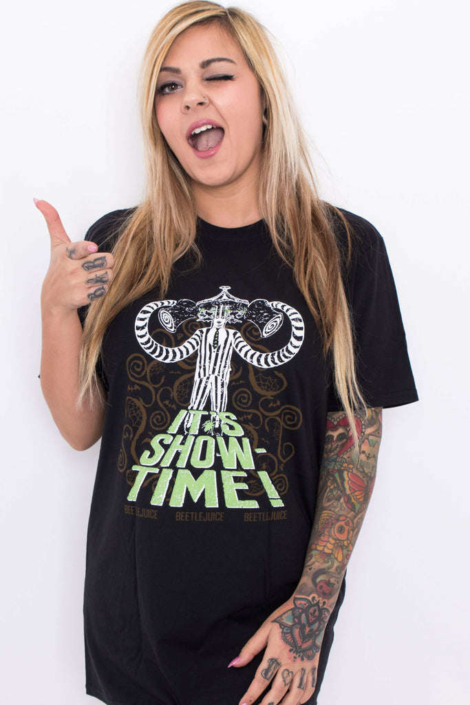 Beetlejuice : IT'S SHOWTIME T-Shirt - Soft Kitty Clothing