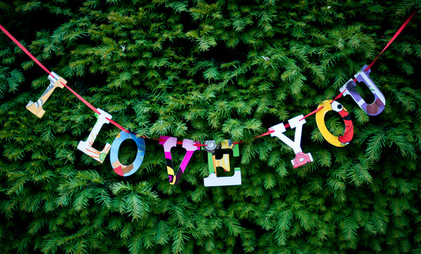 Board Book Phrase Garland - I LOVE YOU
