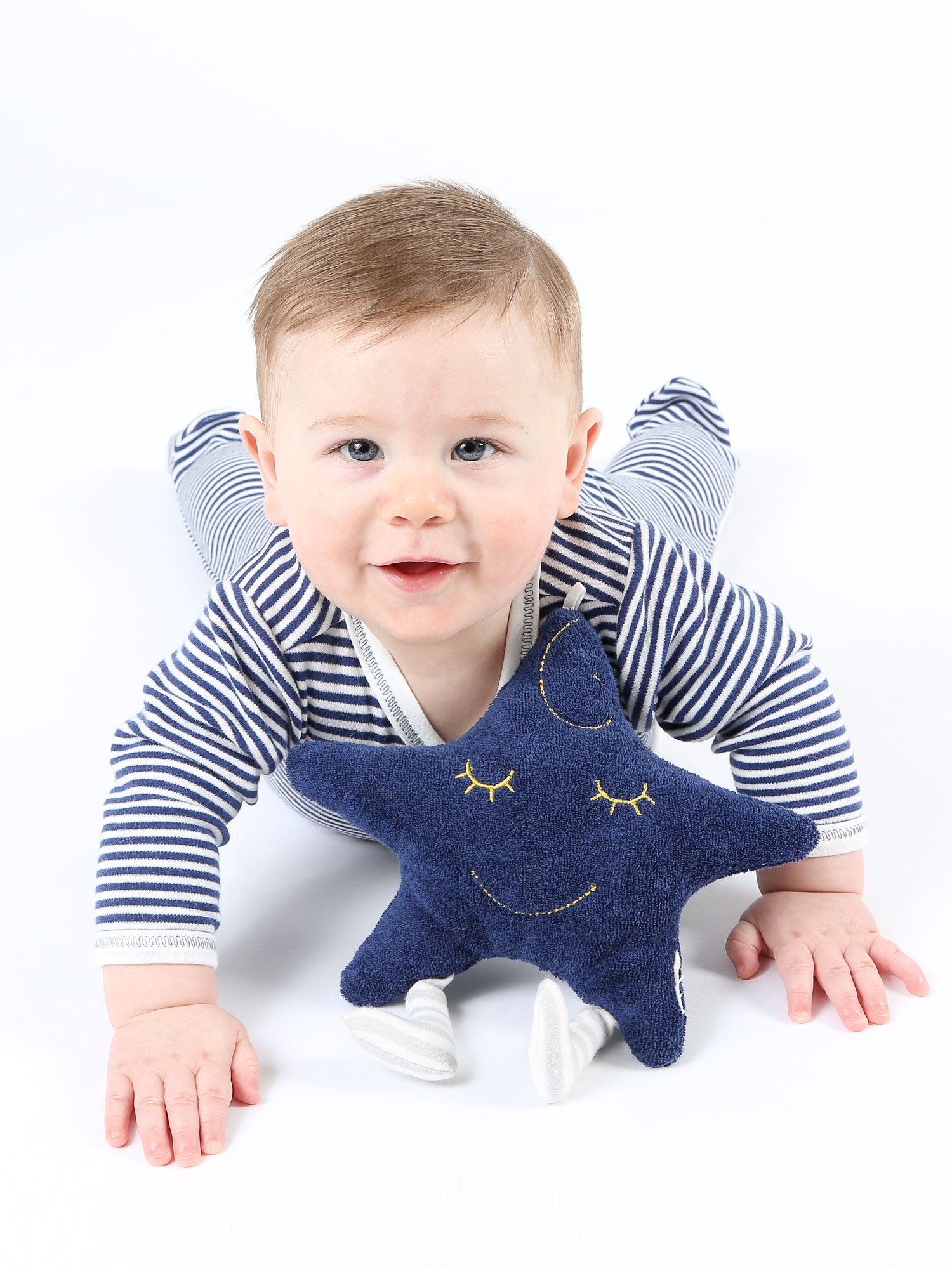organic-cotton-baby-stuffed-star-plush-toy-lifestyle