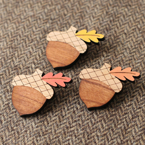leaf color choices wood acorn brooch